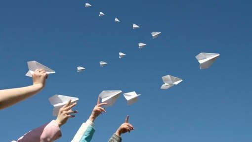Fini le CV papier qui fini sa course à la corbeille ou en origami, on passe au web2.0!
